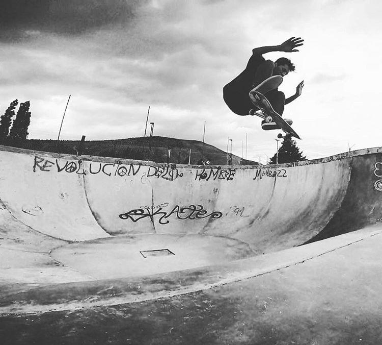 """@nicolas_hernandez_ fs flip - Esquel - """"revolucion del hombre"""" #skate"""