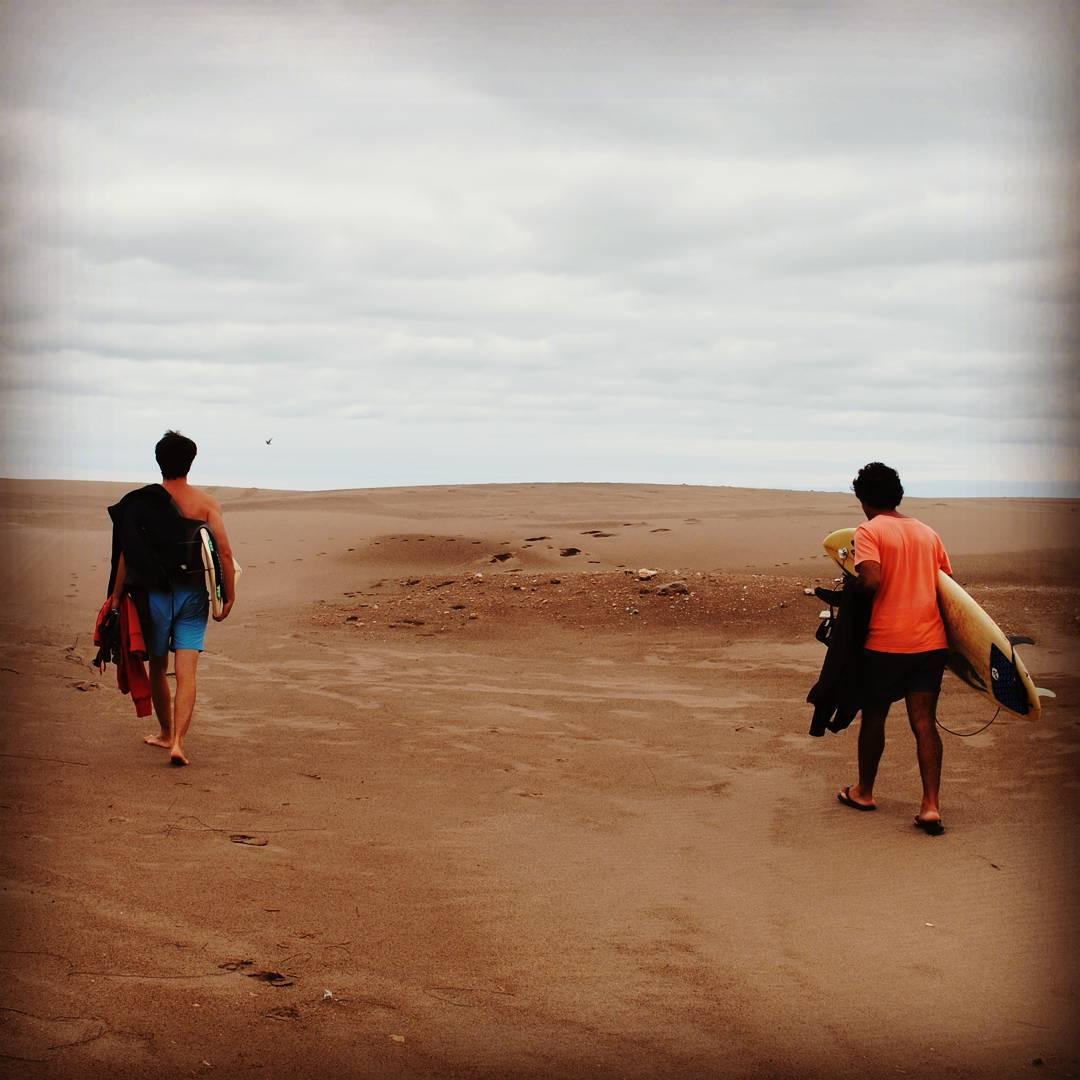 Existe un lugar ubicado al sur de la provincia de Buenos Aires, a 580km de la capital, donde las playas son tan extensas como desoladas. Su arena es suave y fina, y el agua: el agua posee una temperatura superior al resto de la Costa Atlántica debido a...
