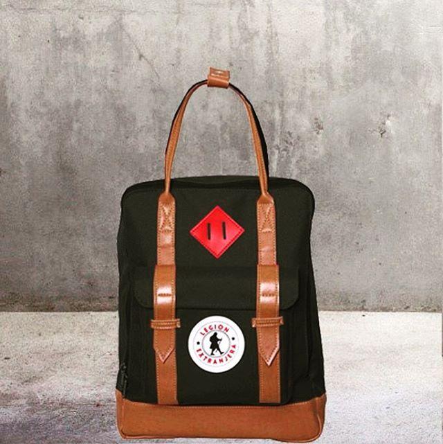 Carry a Classic ✌️ Selma Pro Black Bagpack