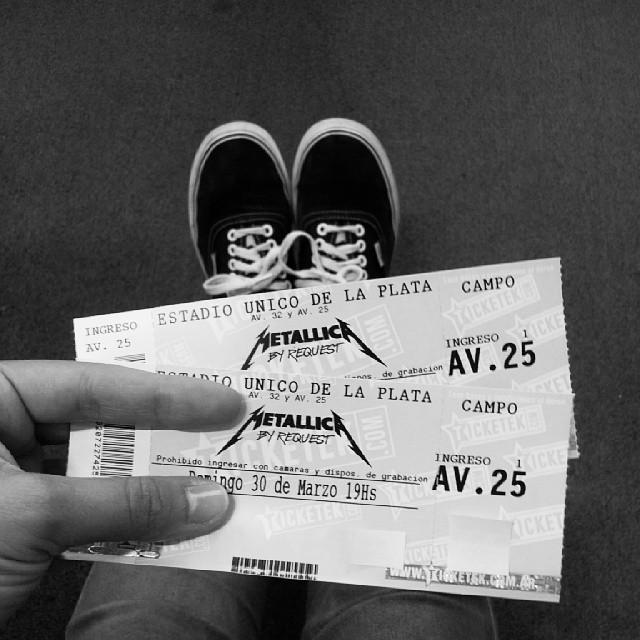 Si queres ganarte estas entradas para ir a ver a #Metallica el domingo. Seguinos en Twitter @vansargentina y participa!  #aMetallicaconVans