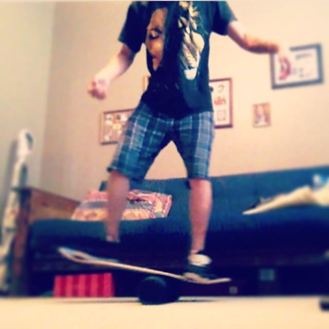 Shoutout to @rasta_42 He is using the Core 32 as a way to get his balance and board feel back after a gnarly injury. He will be back on his skateboard in no time. Thanks for the inspiration man, keep shredding!