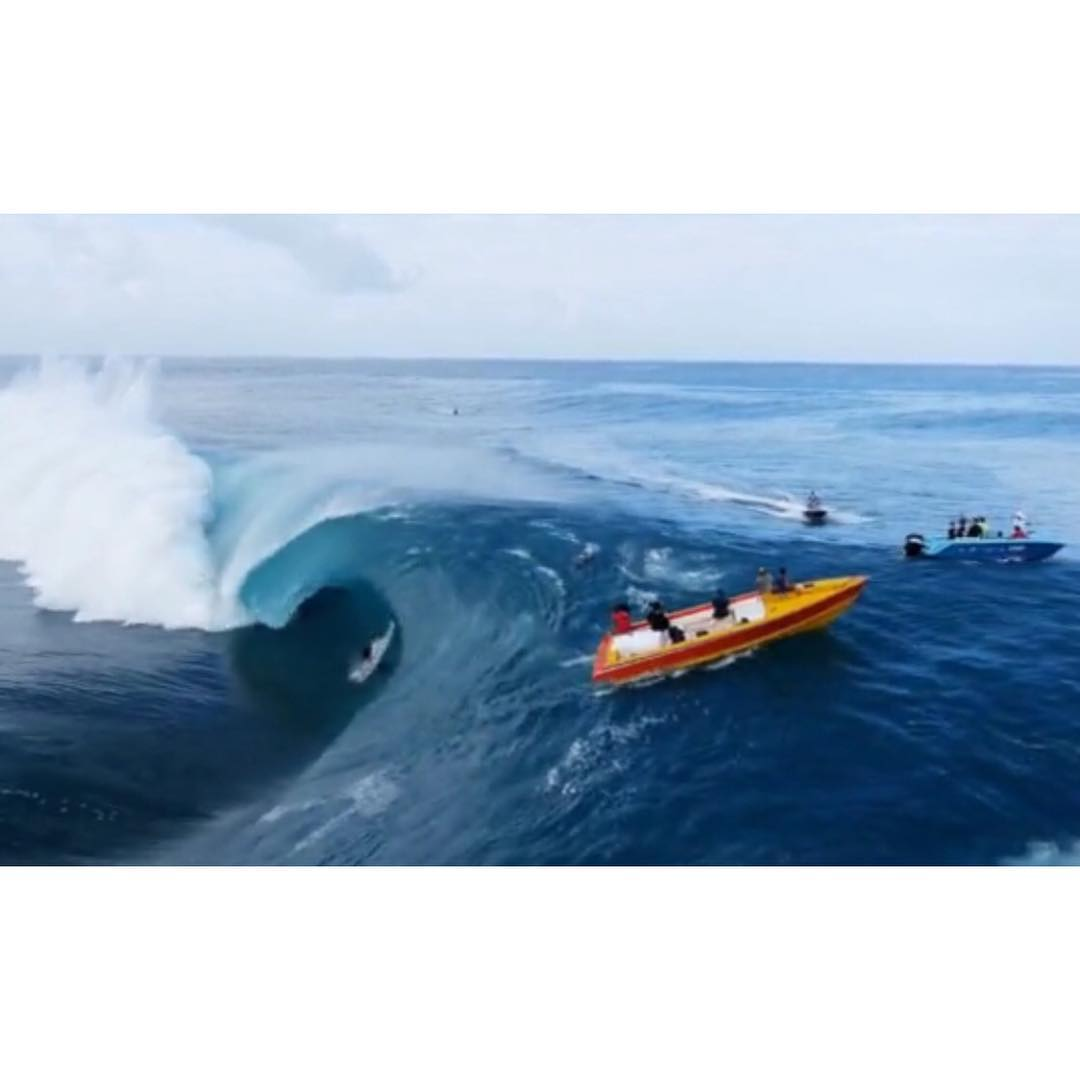 incredible Teahupo'o drone footage. click link in bio to see the video from surfing magazine #awesome#awesomesurfboards #tahiti#droneaction