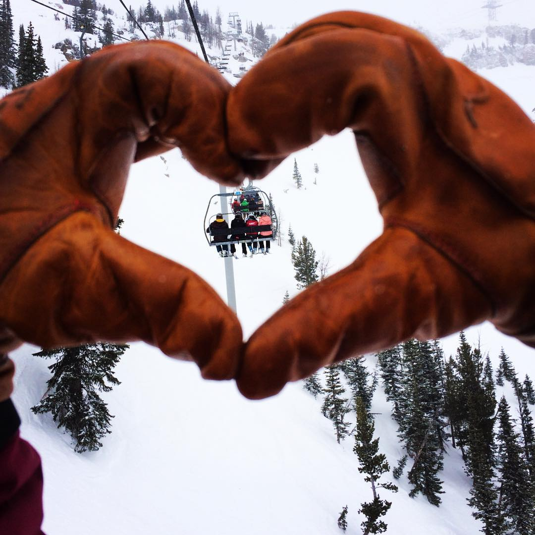 Happy Vday!  Give'r athlete @tatatorance taking the soon to release 4-Season Gloves for a test run at @jacksonhole.  Link in bio to literally get your hands on a pair. #Kickstarter #GloveLove #4seasonglove #shredentinesday