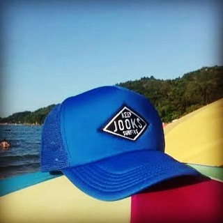 Nos llegan fotos desde Praia de Daniela, Florianopolis, Brasil. Vos también podes mandarnos tú foto! Just One Option Keep Surfing #Jooks #caps #colorful #brasil #brand #verano #SB #surf #summer #shop #skateshop #surfshop #surfing #just