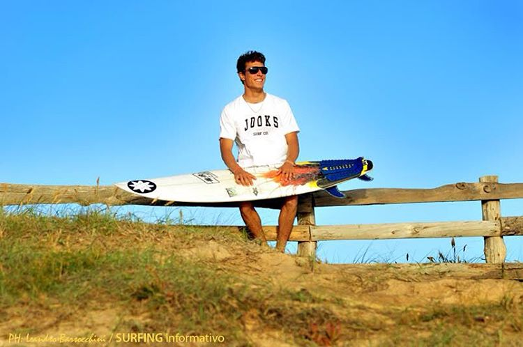 ENJOY THE WEEKEND  Just One Option Keep Surfing #Jooks  http://www.jooks.com.ar/  PH: Surfing informativo #clothes #brand #cool #friday #weekend #surf #surfshop #SB #skateshop #surfboard #surfing #rider #clothing
