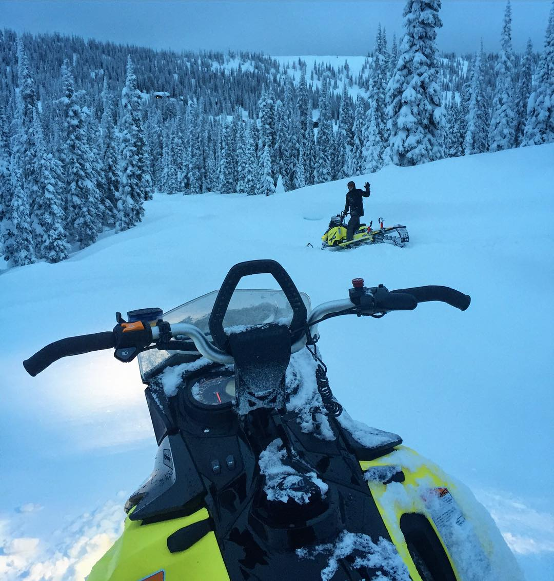 This view - I like this view. Roop'in around @BaldfaceLodge with my super-agent @WMGAstephen this evening. #muchfun #suchpowder #suchpower #SkiDoo #SummitX #snowbraaaps