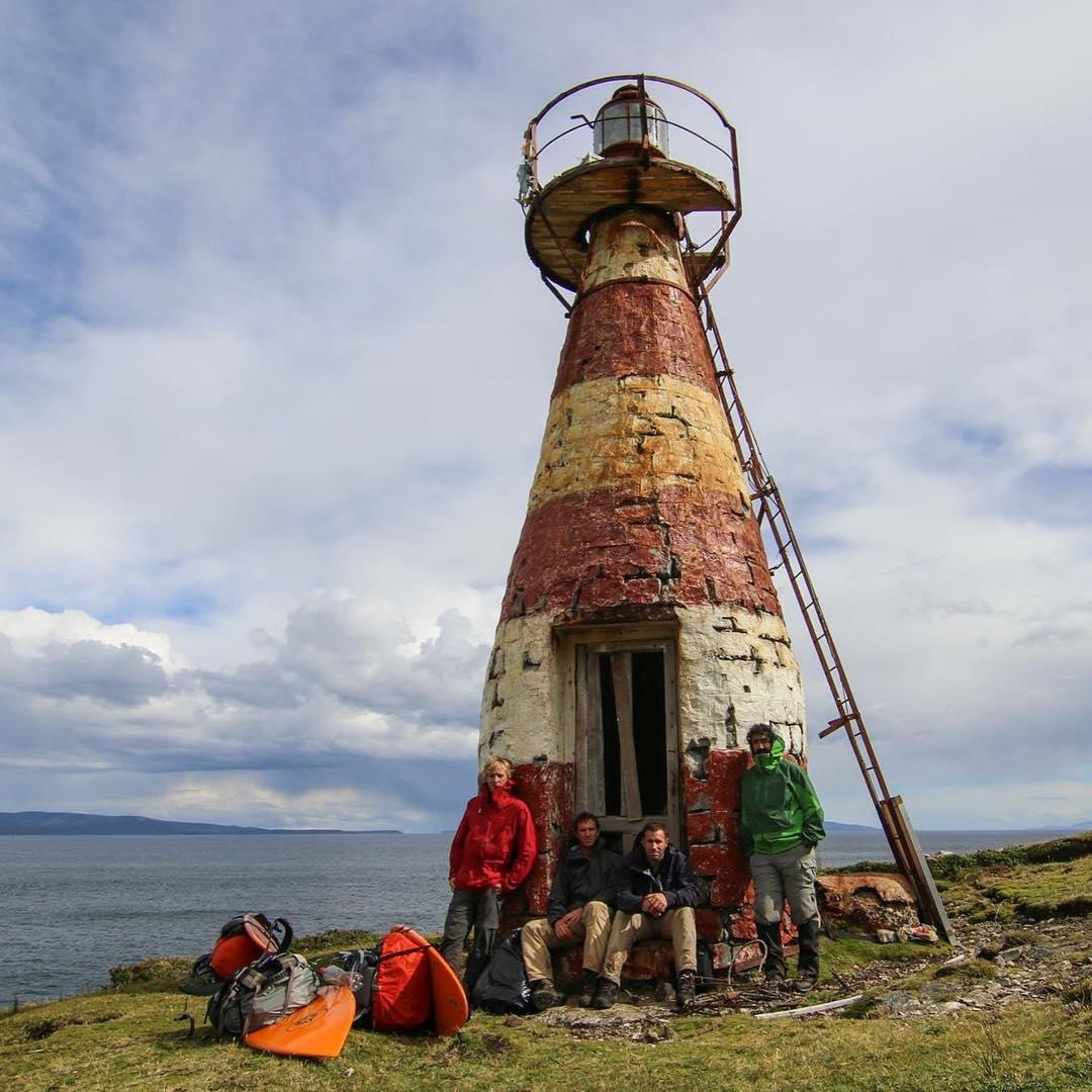 Descansando en el Faro San Pio, el extremo Sur de la República Argentina, para después continuar con la expedición.#conservemos #peninsulamitre #tierradelfuego