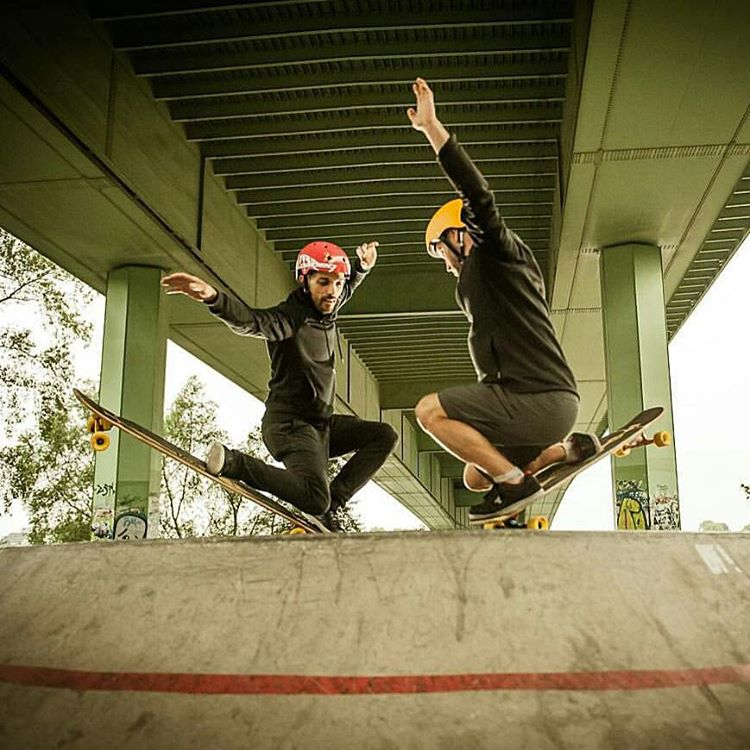 @lotfiwoodwalker and @whoisadamcolton circling their prey before the final attack.  That poor lady bug never stood a chance against these brothers from other mothers.  Photo: Gordon Timpen  #Orangatang #yellow #fatfrees #LoadedBoards #Bhangra #GTurn...