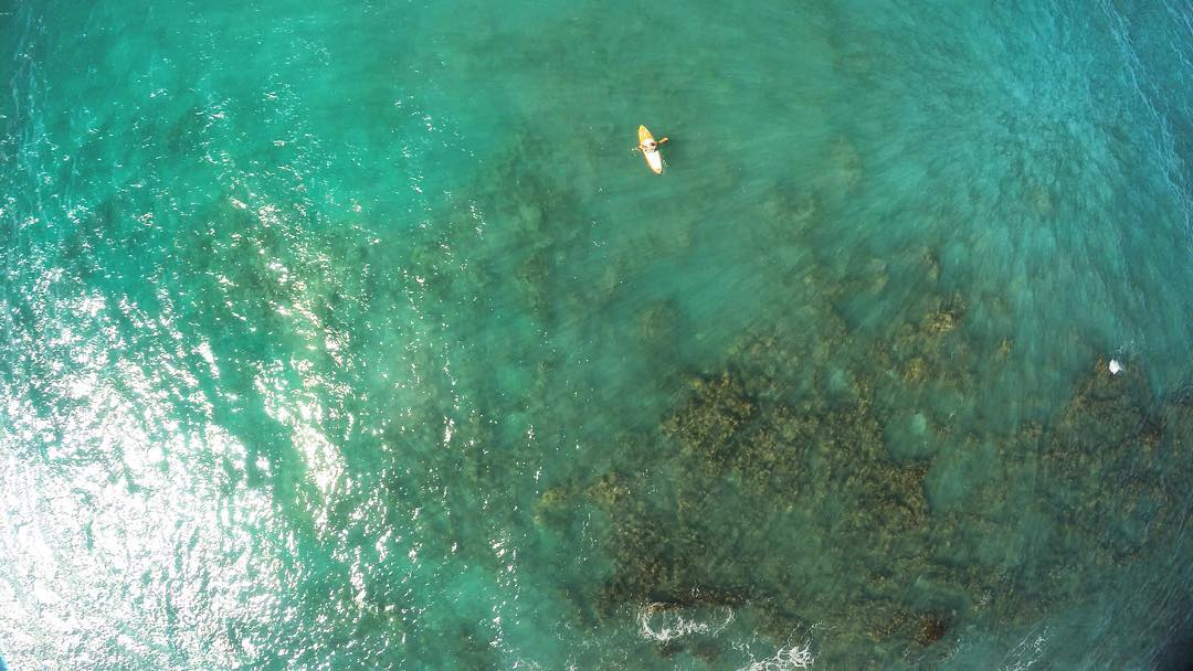 H A N G I N G  Ready for surf @imaginesurf #teambioastin #dji #drone #gopro #navitasnaturals #kaenon #itakebioastin #rareform #odinasurf #konaboys #futuresfins #foamy #standupjournal #sirensongwetsuits