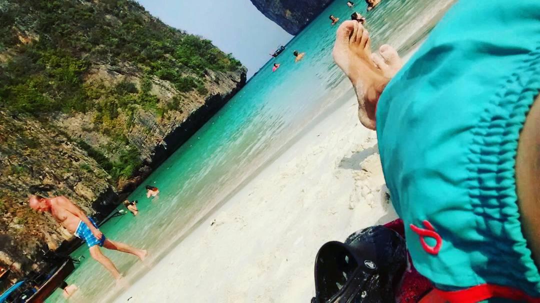 """@leonardodicaprio #metiendopanza  en un parate mientras filmaba """"the beach"""" #dato #creeroreventar #nomedanlasfechas"""