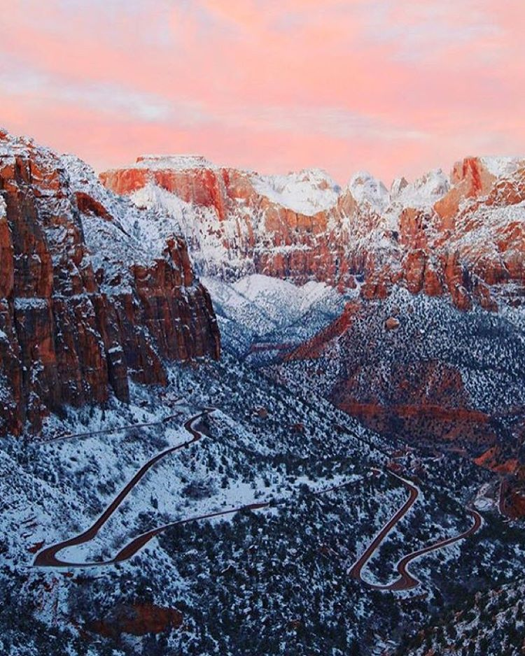 H A P P Y  S U N R I S E  T O  Y O U snow blanket + off season = #radparks squared @seekthesunrise snapped a stunner of @zionnps at the best time of day