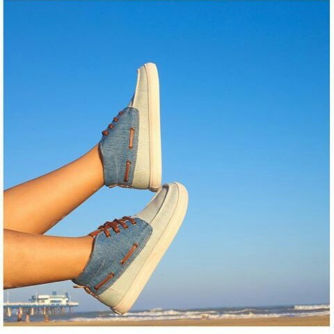 Blue jeans with #perkyshoes  #perkyxahi #misperky #longboard #lifestyle #surf #bike ##travel #sol #verano