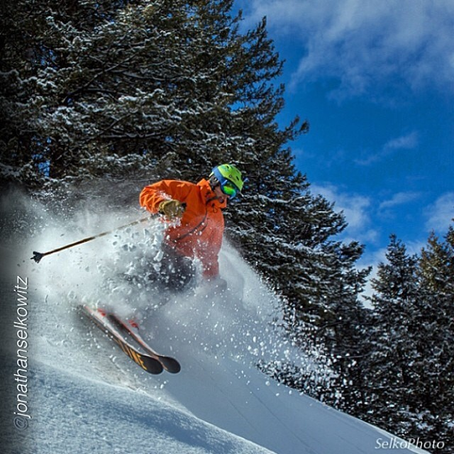 Per usual, Carter Snow lives up to his last name and launches into some fluff at Snow King Resort. He recently spent some time out West, taking this opportunity to shoot with Jonathan Selkowitz... @cartersnowin @jonathanselkowitz #pandapoles #pandatribe