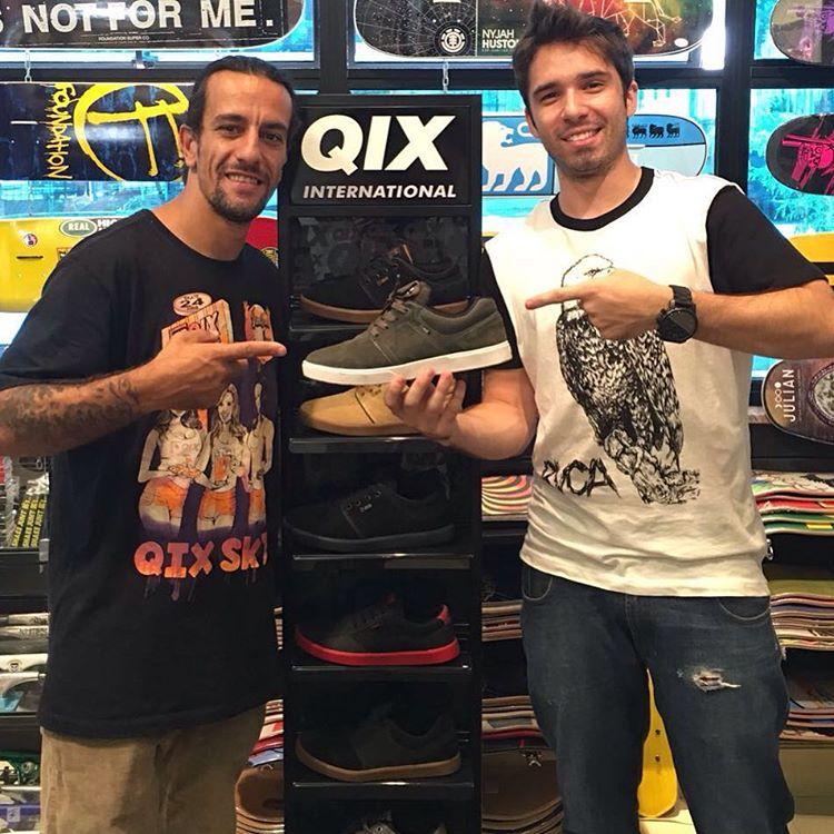 """@rodrigoleal """"Maizena"""" visitando a @olliespointskateshop em Baruerí - SP. Loja parceira da QIX na região. #qixteam #skateboardminhavida"""