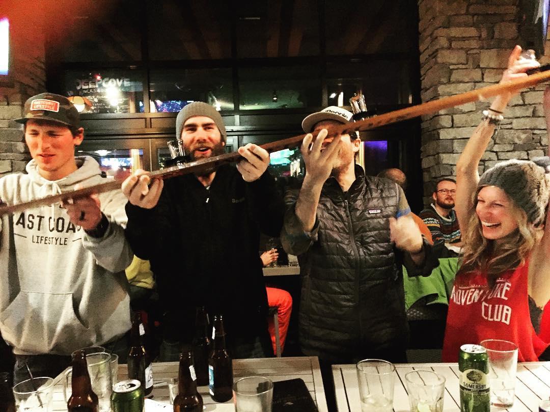 I ❤️ Après #happyvalentinesday #shotski #whistler #skitrip #snowboarding #apres #apresski