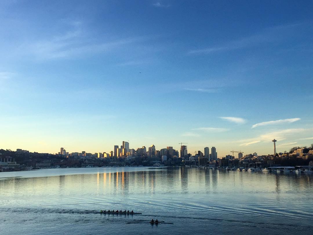 Good Morning Seattle! It's going to be a beautiful day! #Seattle #getoutside #adventureoften #morningworkout #pnw