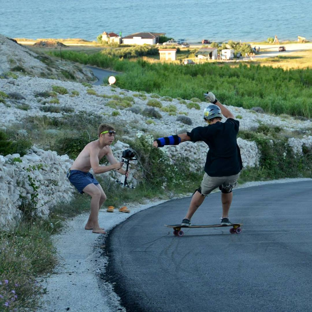 @lev_seidl37 with the no cloths and shoes style,  and @kum37 with a steezy heelside.  #restlessboards #restlesswim