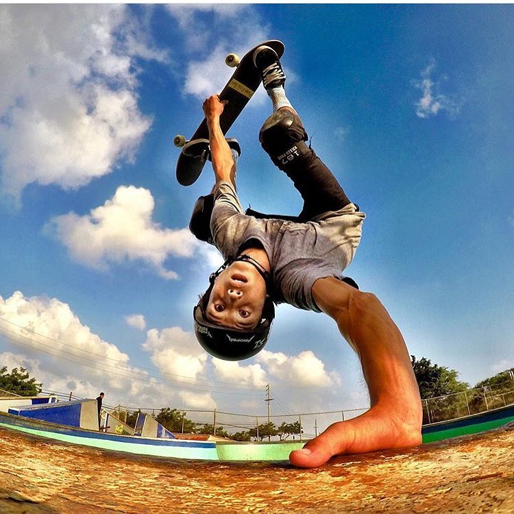 Regram @reynoldsohana of @heimana_reynolds invert at kapolei skatepark #radshot #kapoleiskatepark Heimana wears the S1 Lifer Helmet #s1lifer #s1helmets #heimanareynolds #skatehawaii