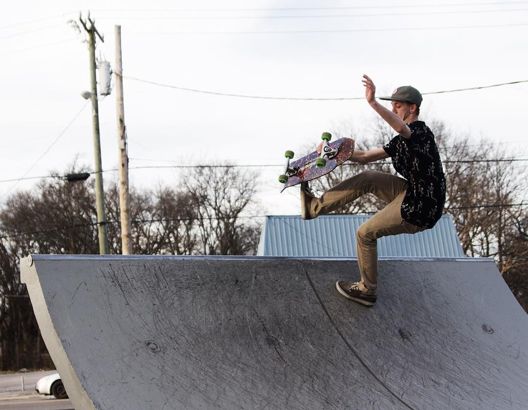 @iampizzasteve popping a boneless on a Chipper at our skatespot. On sale this week 20% off. Use code COLDBREEZE at checkout.