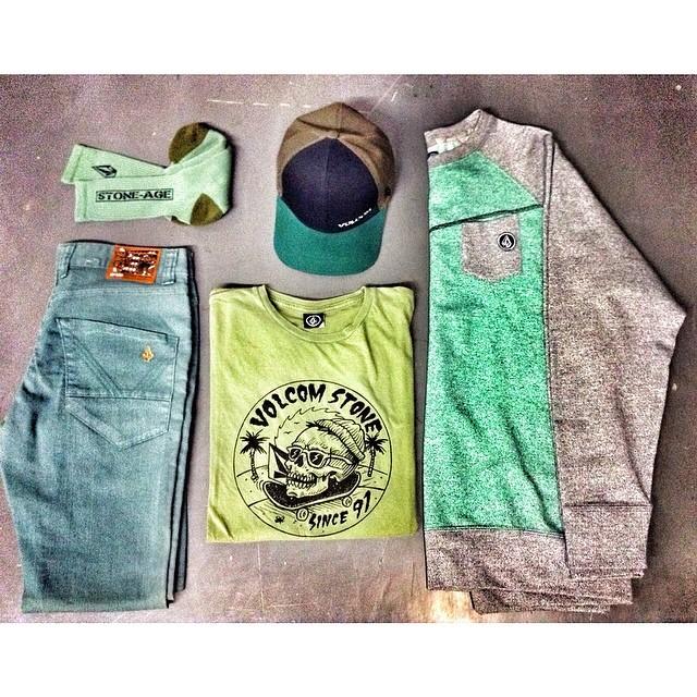 Los elegidos de este fin de semana: Volcom Brand Jean Nova Color + Jamie Browne Featured Artist Tee + Reason Crew Raglan Fleece + Volcom accesorios #Volcom #Winter14 #Nevermind