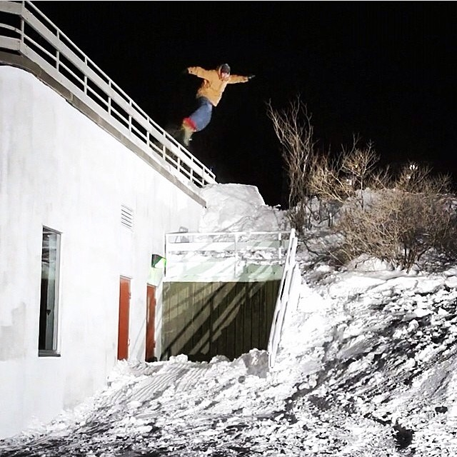 @jeremycloutier with a huge transfer to the down rail, while shooting for the new @brothers_factory film, #LosBum . #Sketch #StJohns with @benbirk @frankbourg @guillaume_marquis