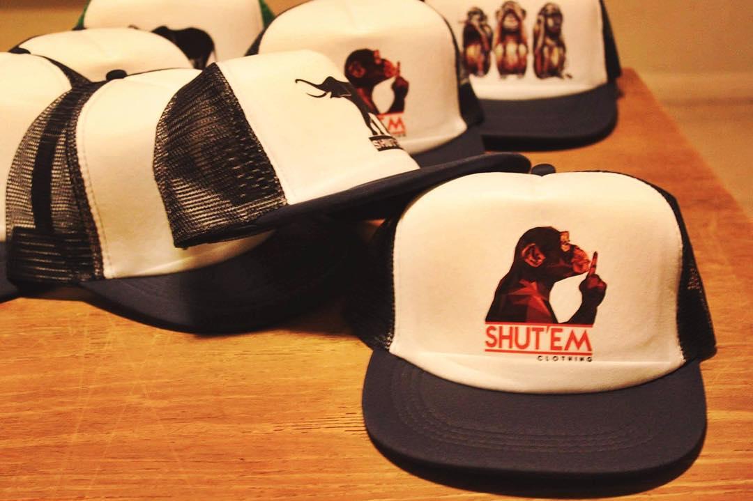Summer Sale La mejor temporada para andar con una Shut'Em tatuada a la cabeza. #holidays #new #hot #sale #love #caps #outfit #girl