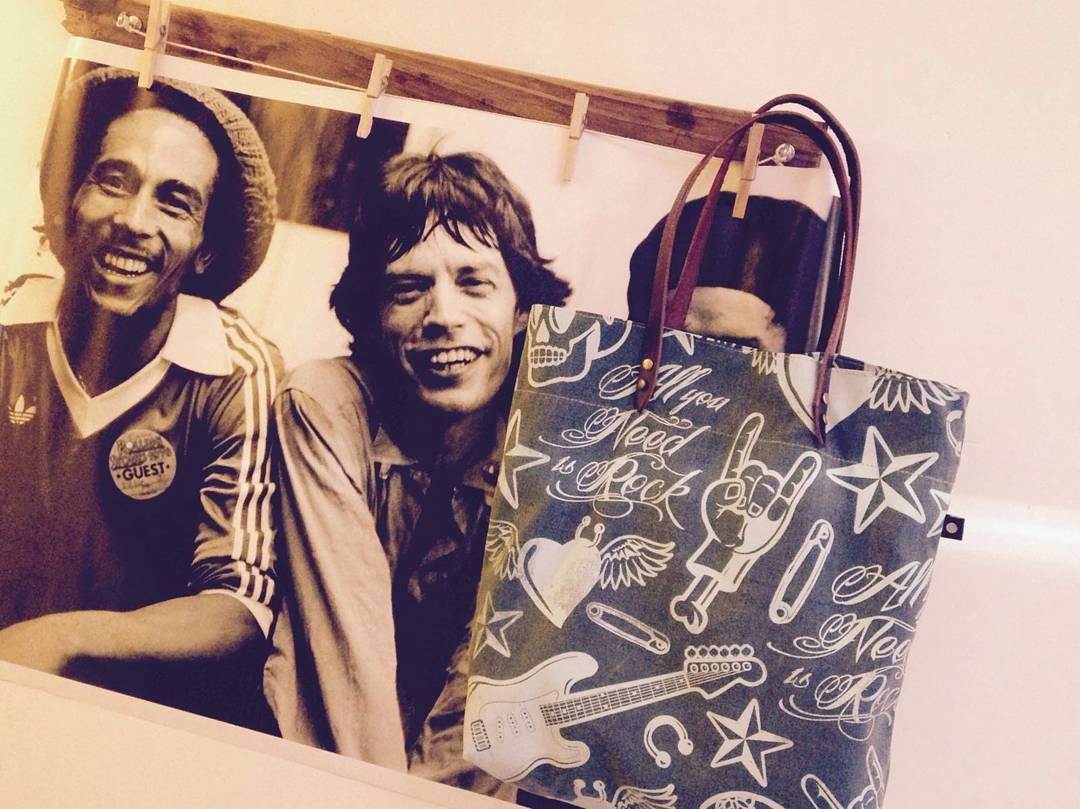 All you need is #rock  Nuestra #totebag esta lista para que salgas a rockearla!!