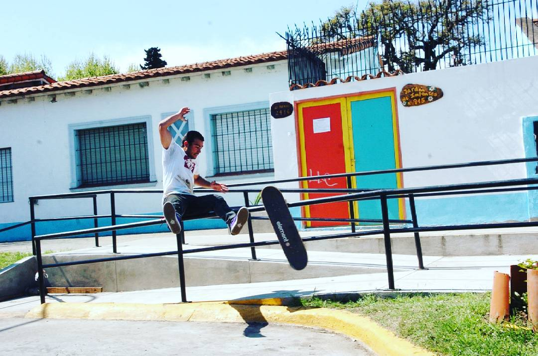 Guardaaaa Seba ...!! Que te necesitamos para el #slp15skateboardingvideo  @sebafrancoskate  #slpskateboards #slp #skateboarding #rail #almost #teamslpskateboards #megaollie