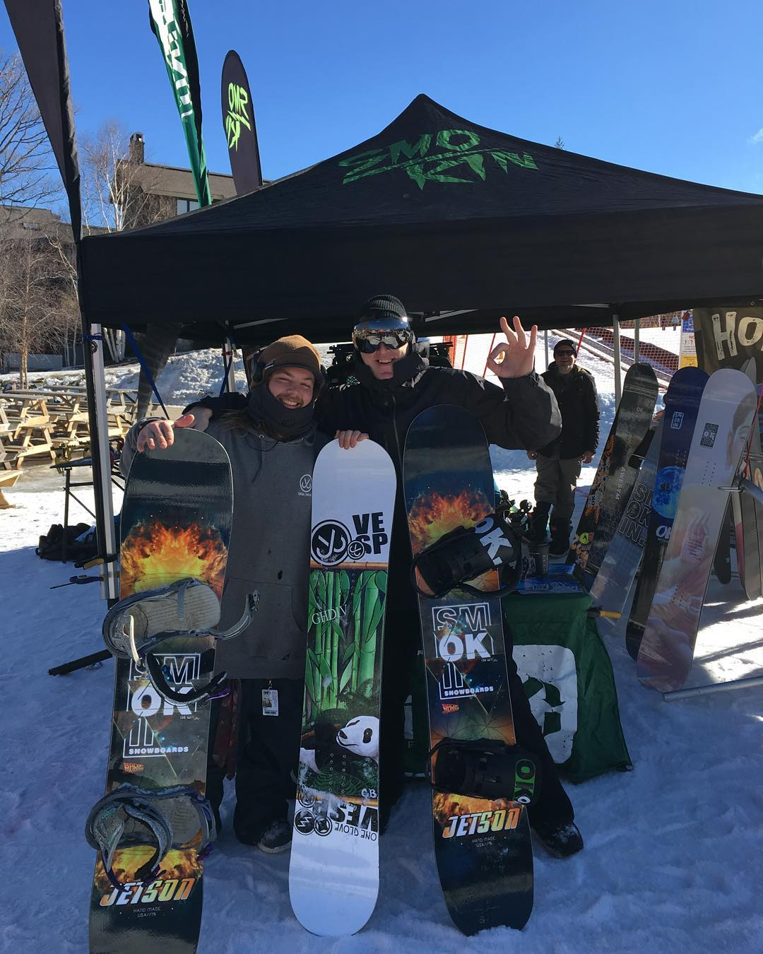 Having a great demo day @strattonresort , hanging with @andrew_j_parsons , the panda graphic @gbpgremlinz board is his #model ,stoked to shred some laps here- the snow is great today. #weareOK | #futurefreeride | #Jetson | #handmadeUSA | #ghdiv |...