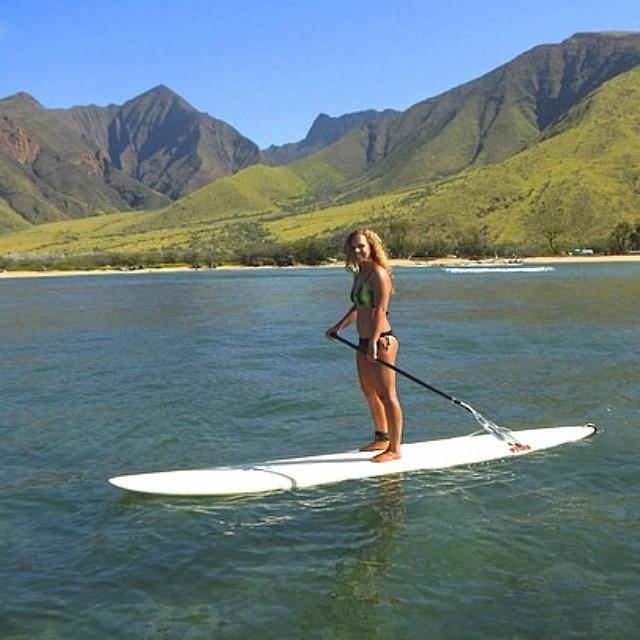 Bailey before another Maliko run. #baileyrosen #miola #miolainaction #maui #sup #supracer #hawaii
