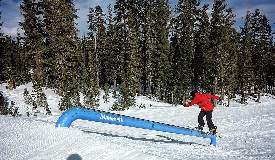 @federomanoo @mammothmountain #snowboarding #frontsideboardslide #thrivesnowboards #relentless