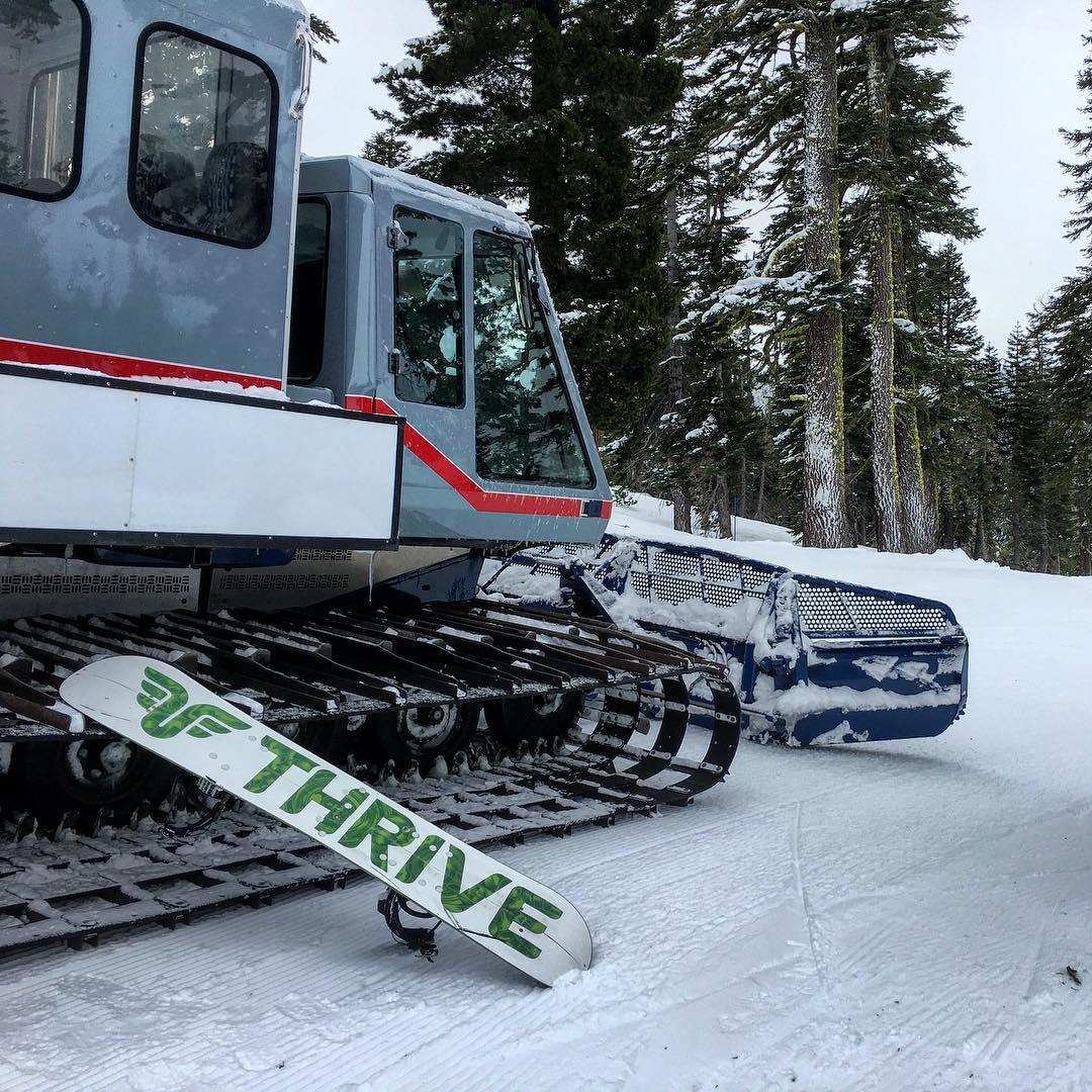 #catskiing #snowboarding #guidetraining @skihomewood @skinastc #tahoe #thrivesnowboards #homewoodsnowcatadventures