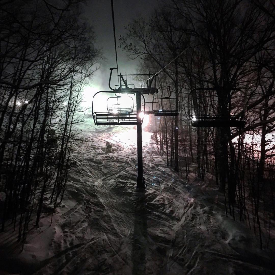#Repost @mdurco #nightshred #snowboarding #midwestshredders #ridetothelight #ilovesnow