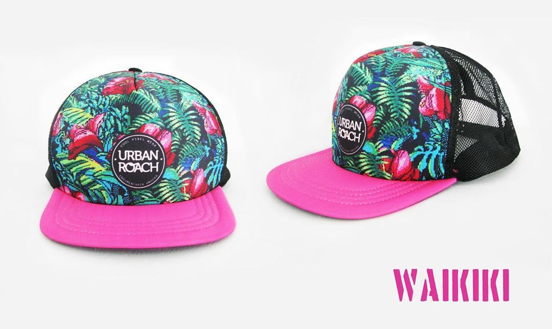 Sigue el verano!!!! Sigue la WaIKIKI #trucker #8bit #gorraplana #gorra #pixel #pixelart #flower #waikiki #design #fashion #pink #palm