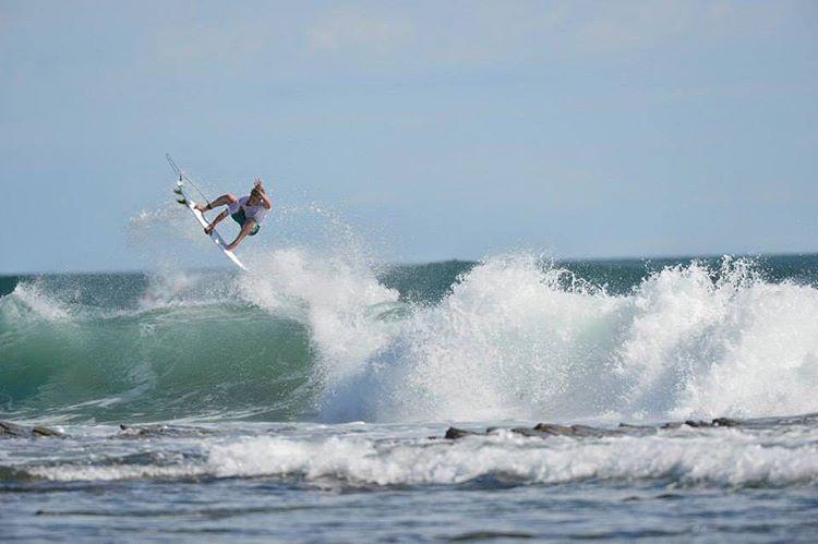 De aquel surf trip por Nicaragua de @julianiturralde y @nachogundesen junto al team internacional de @vanssurf. Mirá el video desde el link de nuestro perfil