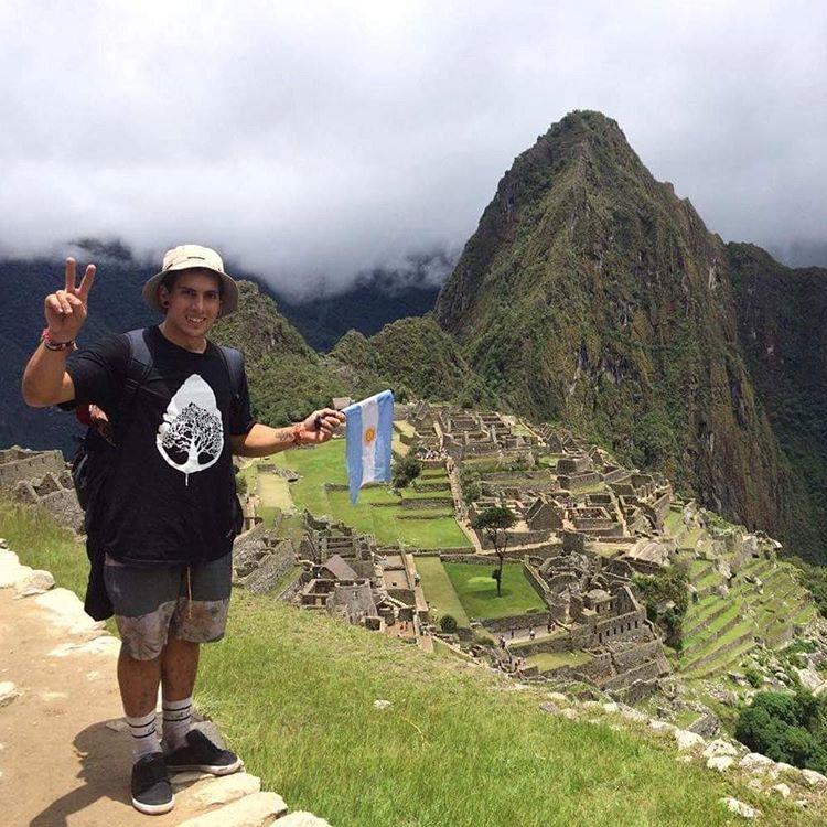 Después de romperla en el #briatongonfire @brianboghosian aprovecho su paso por #Perú para explorar una de las siete maravillas del mundo moderno.  #BMX #machupicchu #trekkingperú #walkfurther