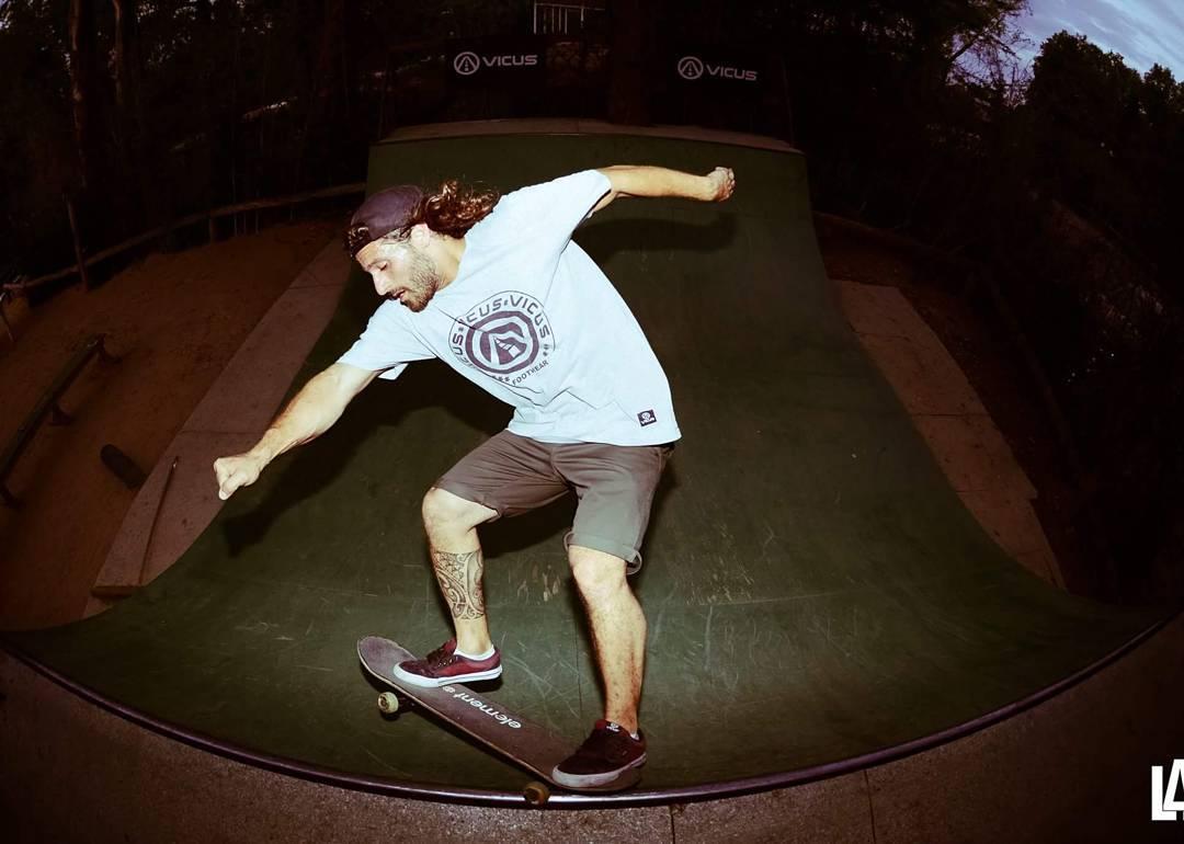 @martinlangosta como en casa desde @thegreenparrotco #gpwakebeach #wakebeach #skateboarding #ramp#thegreenparrotco #vicusba