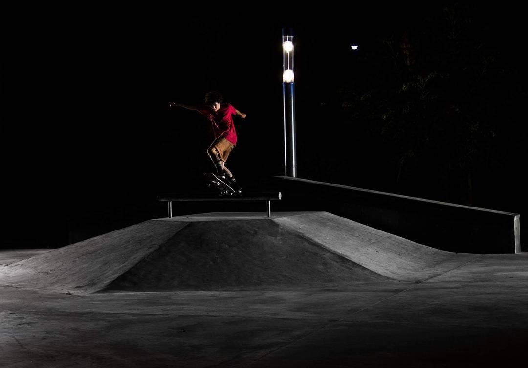 Fs Bluntslid @nachogalda #skate #skateboarding #dark #urbanwear.