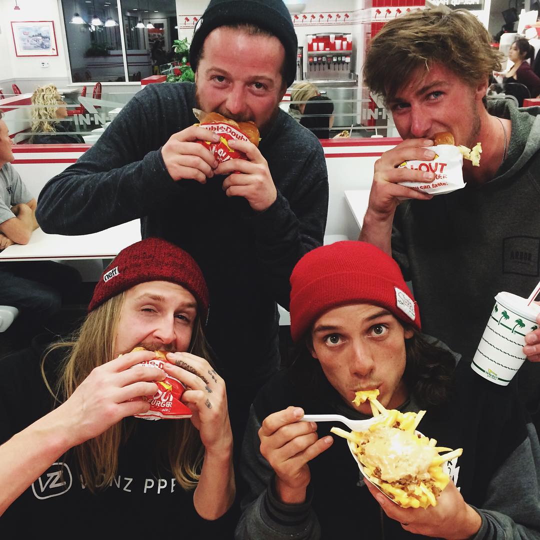 The kids can eat. They come from far and wide to eat the best burgers on the planet from @innout. @hhelgason @aspenrainweaver @yawgoons @ki11a_b @rylander_west know when they swing through the west to get the best. #ElNiños #VonZipper #SupportWildLife