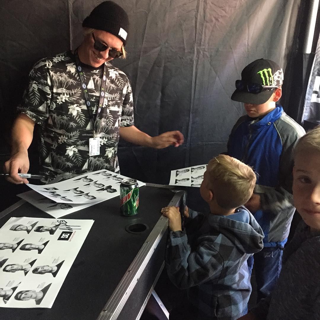 Glendale, AZ. VZ's @tylerbereman is passing out smiles to the groms. #VonZipper #SupportWildLife