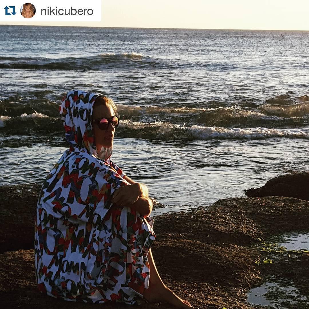 @nikicubero con #poncho #hawy frente al Océano sobre el mar. #lifeiswow