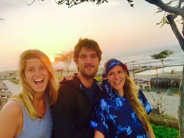 •Sunset Coziness•  #ponchoWOW #simplemoments  #surftrip #kiteenolas #wildonwater #lifestyle