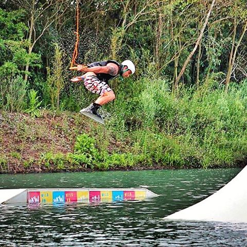 Viernes ??? Finde a puro #wow #wakeboard #wakepark #wowiswildonwater