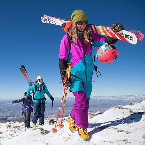 Join @lynseydyer at 5 pm today for happy hour with @segoskico and XS in the Sego booth 4449 . Check out Lynsey's Pro Model helmet and skis in one spot!