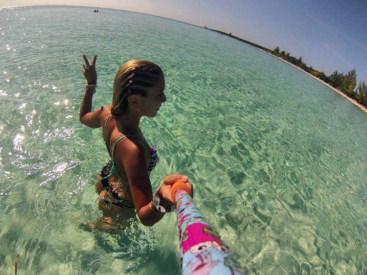 @vaalentinacv con su #ZephyrPole desde las #Bahamas!