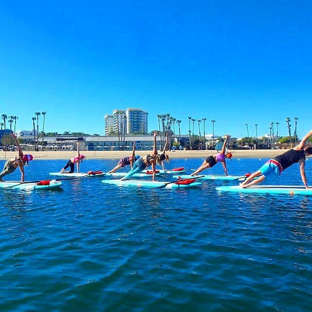 GET OUTSIDE | SOAK IN THE SUN #repost @yogaqua #marinadelrey #beautifulweekend #burstofheat #whereelsewouldwebe #supyoga #traveltuesday #paddleboardyoga #sideplankpose #yoga #yogaqua @bogayoga #OKIINO