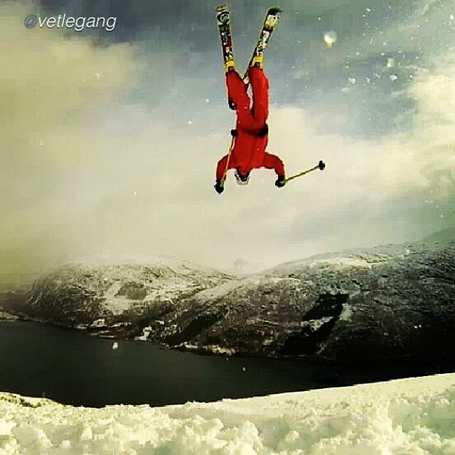 With laid out backflips like this, it's no wonder this kid is already a champion... Congratulations to 10 year old Vetle Gangeskar for taking top honors yesterday in the Norwegian Junior Freeride Championships! #TRIBEUP little hero!  @vetlegang...