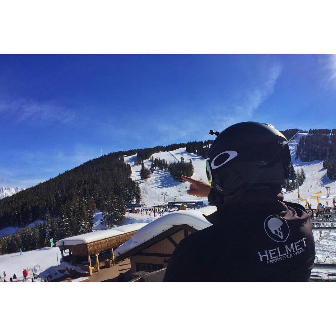 Nuestro rider principal disfrutando de su doble temporada en #vail • Snowtime for this rider!