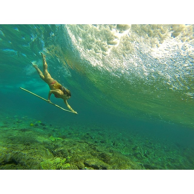 Dropping in @swellliving @gopro #hero3 #surfingapaddle #bamboopaddle @odinasurf @konaboys @nutrexhawaii @imagine_paddlesurf @kaenon @organik