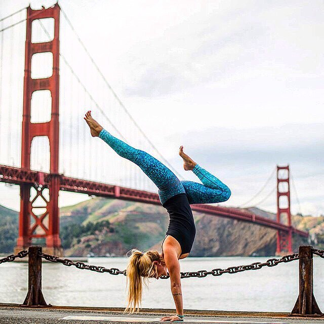 #tbt @yoga_girl #handstand @golden_gate_bridge #OKIINO apparel is locally made in #sanfrancisco #buylocal #purchasewithpurpose @109world @oneoeight.tv